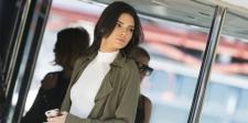 Muncul Tanpa Bra, Bagian Pribadi Kendall Jenner Tertangkap Kamera